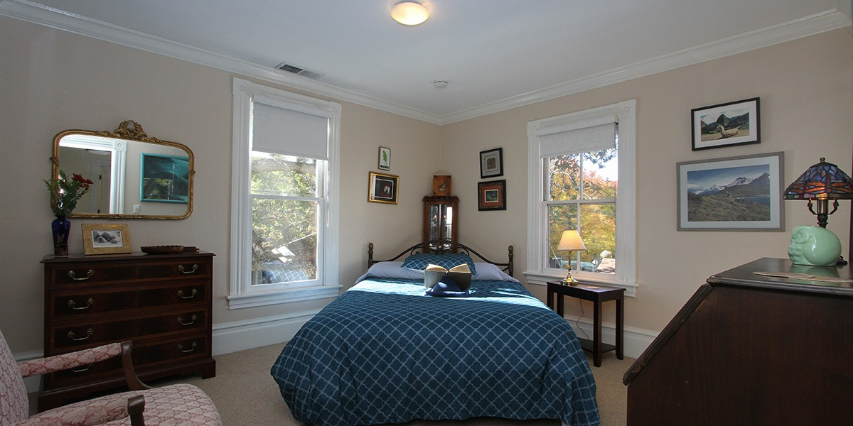 QUEEN ROOM - You are nestled in the bosom of our heritage oak.